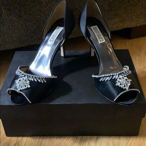 Badgley Mischka Black Satin pumps with crystals
